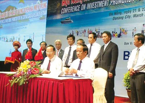 Sau 2 năm ký kết hợp tác đầu tư giữa UBND tỉnh với Tập đoàn Dệt may Việt Nam, nhiều dự án đã đi vào hoạt động sản xuất, tạo diện mạo mới cho ngành may Quảng Nam.