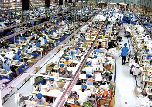 Ngành dệt may phát triển góp phần làm gia tăng đáng kể giá trị sản xuất chung của ngành công nghiệp.