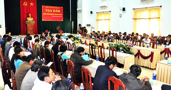 """Tọa đàm """"Đổi mới phương thức lãnh đạo của Đảng"""" do Ban Thường vụ Huyện ủy Thăng Bình vừa tổ chức. Ảnh: NG.ĐOAN"""