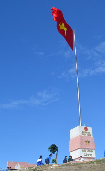 Cột cờ chủ quyền ở Lý Sơn.