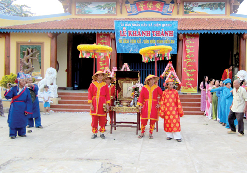 Sân đình là nơi diễn ra nhiều hoạt động văn hóa truyền thống. Ảnh: KHẢI KHIÊM