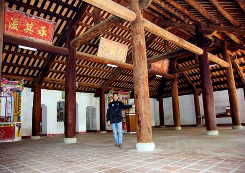 Kết cấu bên trong của một đình làng ở huyện Phú Ninh.Ảnh: PHƯƠNG THẢO