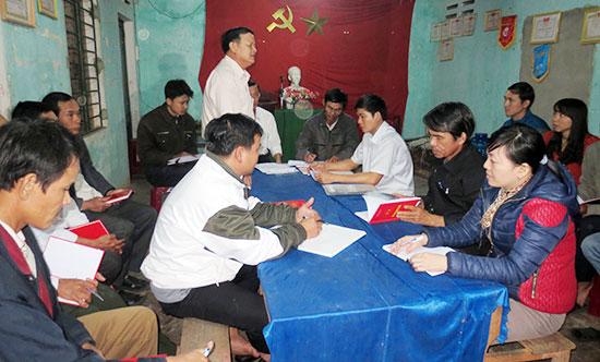 Kiểm tra, giám sát tại Chi bộ thôn Thăng Tân, xã Tam Thăng.