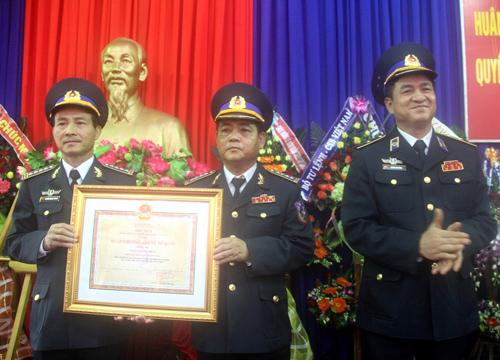 Ngày 12.12.2014, thừa ủy nhiệm của Chủ tịch nước, Thiếu tướng Hoàng Văn Đồng - Phó Chính ủy CSB Việt Nam trao Huân chương Bảo vệ Tổ quốc hạng Ba cho Bộ Tư lệnh Vùng CSB 2.