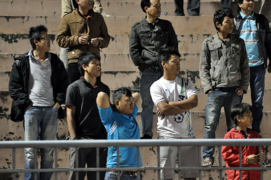 Sự thất vọng của số ít khán giả Quảng Nam còn nán lại trên sân sau trận đấu.