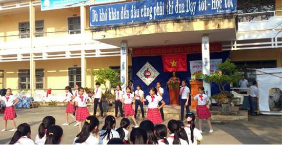 Một buổi sinh hoạt của CLB tiếng Anh trường THCS Lê Lợi.