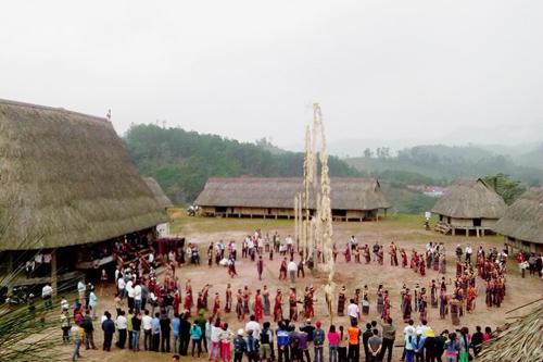  Văn hóa Cơ Tu là nền tảng tinh thần, là yếu tố quan trọng để du lịch cộng đồng phát triển một cách bền vững.
