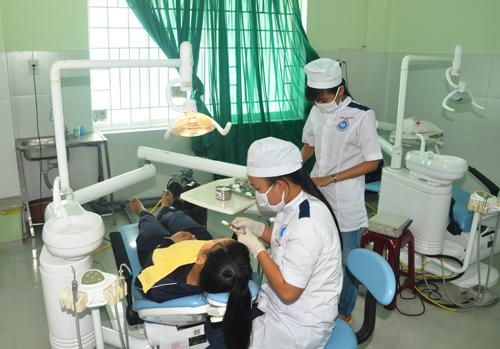 Sinh viên được thực tập lâm sàng với hệ thống thiết bị hiện đại.