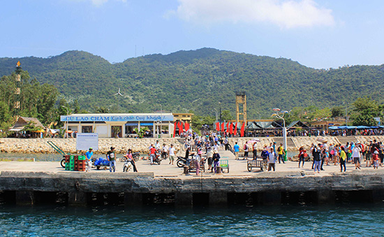 Dịp tết, Cù Lao Chàm đón trên dưới 2.000 khách đến tham quan mỗi ngày.