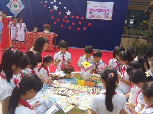 Học sinh Tam Kỳ trong Ngày Sách Việt Nam lần thứ nhất (21.4.2014)