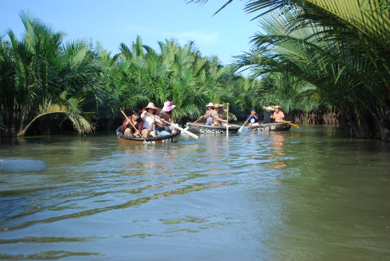 The tourists sightsee the water coconut forest in Cam Thanh commune, Hoi An city.