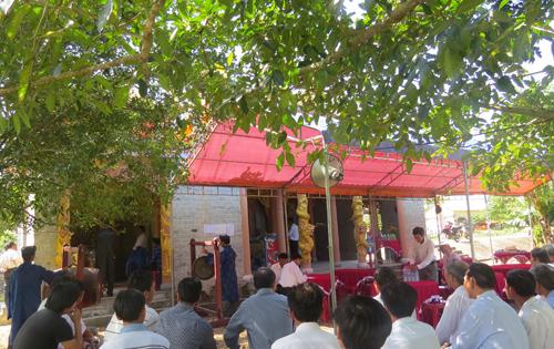 Dân làng tổ chức cúng đình Mỹ Sơn và hội Khai Truông vào mùng 10 tháng Giêng.              Ảnh: Văn Khoa