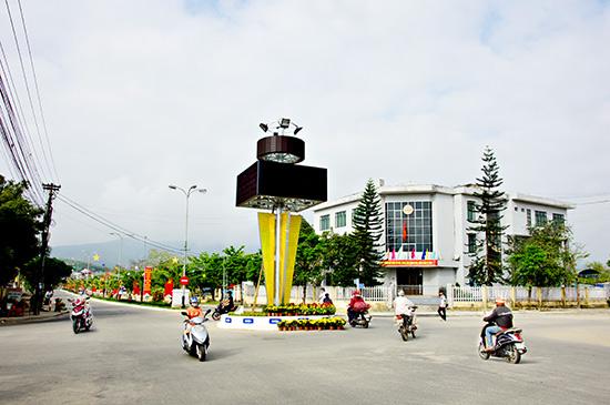 Một góc trung tâm huyện Tiên Phước hôm nay. Ảnh: PHƯƠNG THẢO