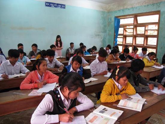 Học sinh bỏ học giữa chừng ở Tây Giang chủ yếu tập trung vào bậc THPT.