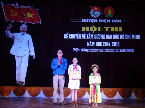 Trao giải cho các học sinh đạt kết quả cao tại Hội thi