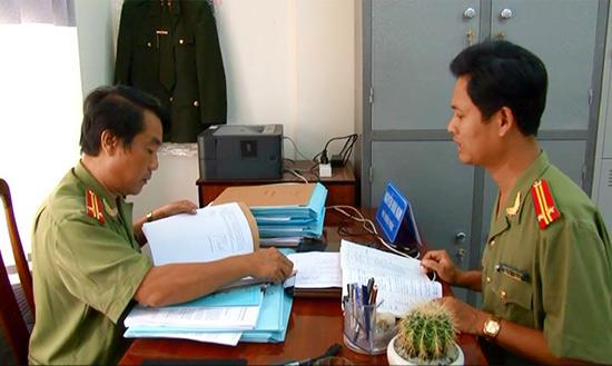 Công an tỉnh kiểm tra công tác chuẩn bị nhân sự đại hội Đảng các cấp. Ảnh: L.H - M.T