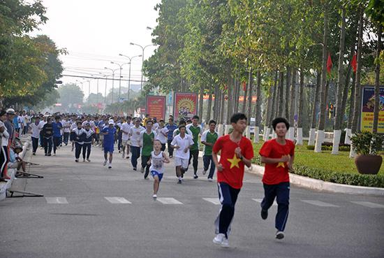Đông đảo người dân tham gia Ngày chạy Olympic vì sức khỏe toàn dân