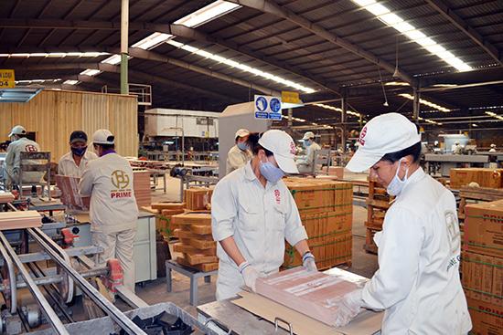 Người lao động tại Công ty Prime Đại Lộc có mức thu nhập bình quân 6,8 triệu đồng/tháng.