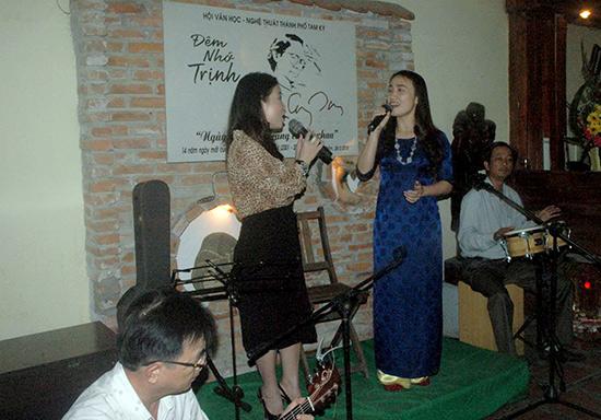 """""""Đêm nhớ Trịnh"""" ở cà phê Trầm. Ảnh Huỳnh Trương Phát"""