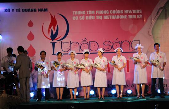 Văn nghệ tuyên truyền nâng cao nhận thức về phòng chống HIV ở Quảng Nam.