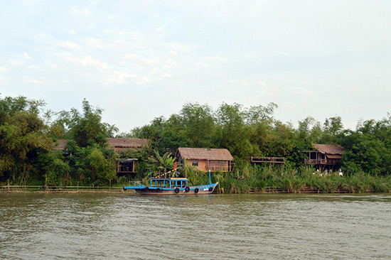 Làng du lịch cộng đồng Triêm Tây được đầu tư xây dựng với kỳ vọng cải thiện cuộc sống người dân nơi đây.
