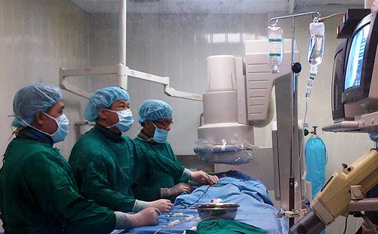 Đầu tư trang thiết bị công nghệ tiên tiến là yêu cầu cấp thiết hiện nay ở các cơ sở y tế.