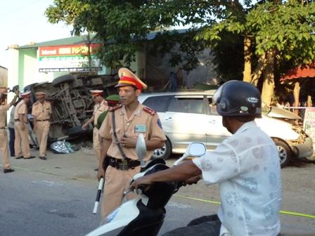 Cảnh sát đã nhanh chóng tiếp cận hiện trường, phân luồng giao thông