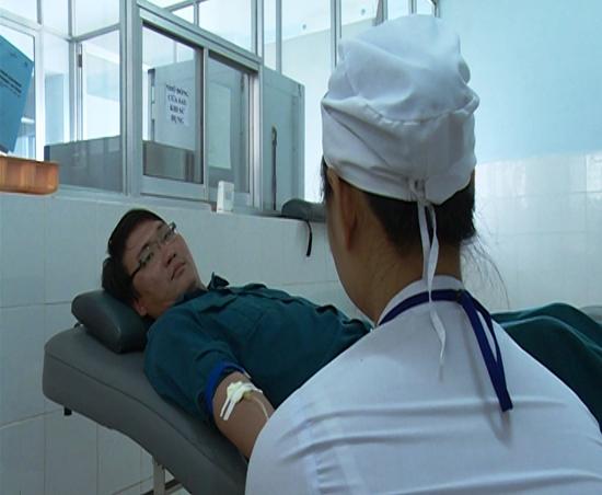 Anh Nguyễn Công Huy thành viên của Ngân hàng máu sống TP.Tam Kỳ thường xuyên hiến máu tại bệnh viện.