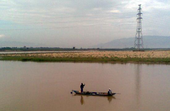 Bãi biền ven sông Thu Bồn.