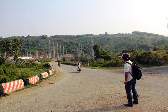 Dưới ngọn đồi Xã Đốc lịch sử. Ảnh: T.H