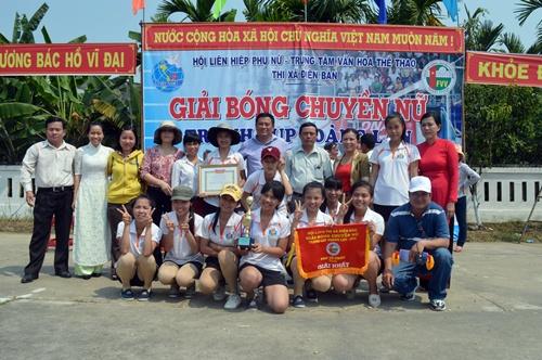 Đội bóng chuyền nữ Điện An giành chức vô địch