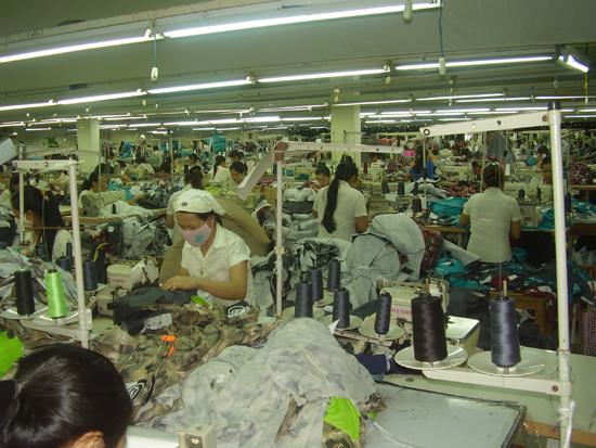 Nhiều doanh nghiệp ngành dệt may thành công khi đầu tư về Quảng Nam. Ảnh: ĐẶNG HÙNG