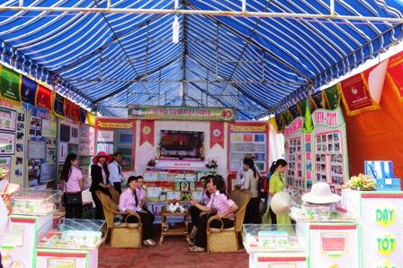 Gian trưng bày, triển lãm thành tựu 40 năm sự nghiệp giáo dục của xã Đại Hồng. Hoàng Liên