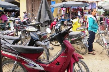 Trong hầu hết các vụ trộm cắp xe máy, có một phần lỗi do sự chủ quan, lơ là của chủ nhân. Hoàng Liên