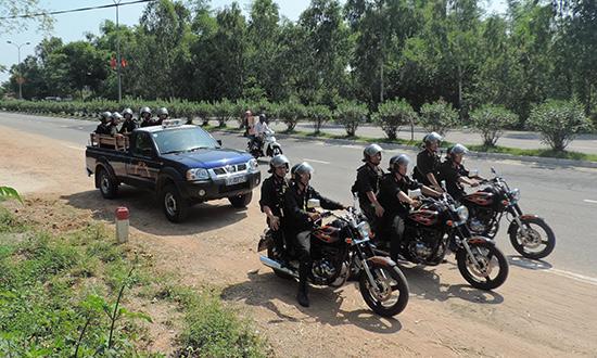 Cảnh sát cơ động Công an Quảng Nam tuần tra trên đường tránh Nguyễn Hoàng (TP.Tam Kỳ) sáng 3.5.2015.