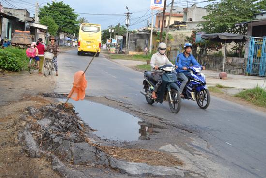 """Đừng để người dân phải gánh chịu hậu quả do """"xe phá đường"""" gây ra. Ảnh: S.C"""