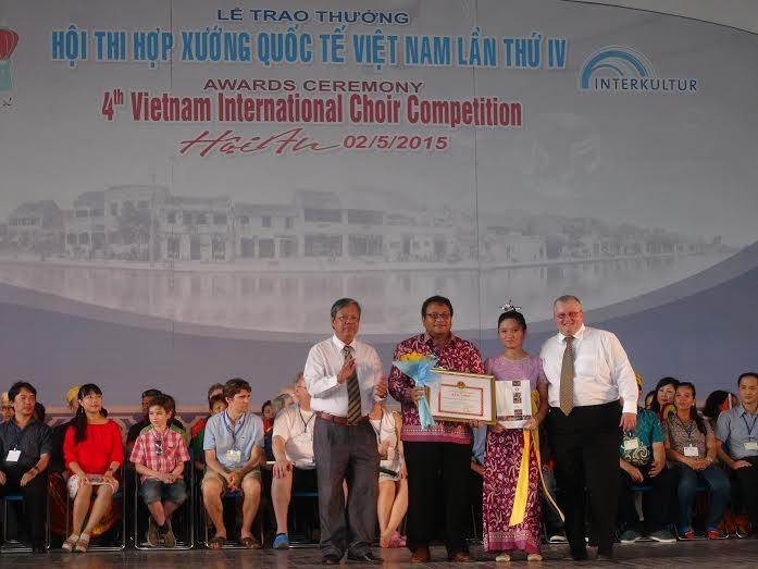 "The ""Hoi An Choir Prize"" presented Indonesian choir troupe."