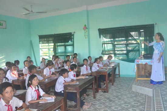 Trường THCS Thái Phiên (Tam Thanh) lần đầu tiên trong nhiều năm qua có HS đoạt giải tại kỳ thi HS giỏi tỉnh.
