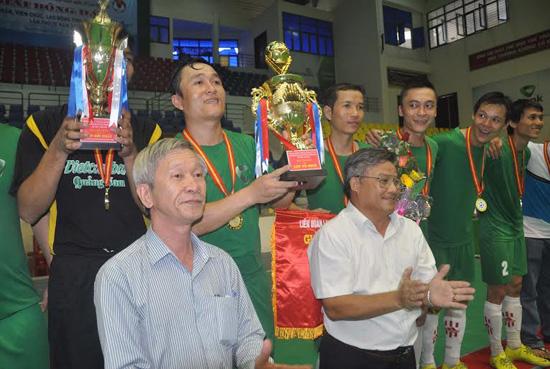 Đội bóng Vietcombank Quảng Nam giành cúp vô địch.