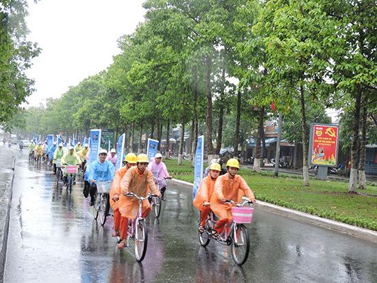 Điện lực Quảng Nam ra quân tuyên truyền tiết kiệm điện. Ảnh: TH.CÔNG