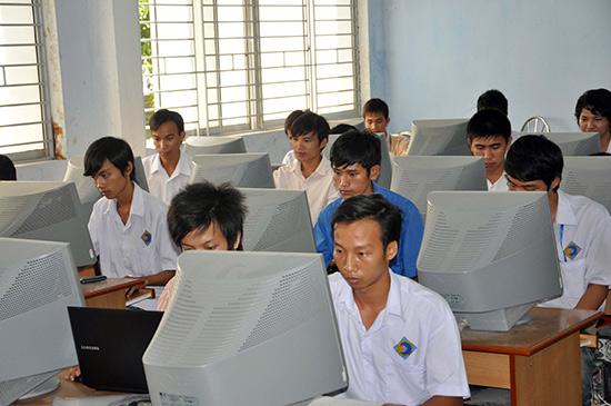Sinh viên Trường Cao đẳng Kinh tế kỹ thuật Quảng Nam. Ảnh X.PHÚ