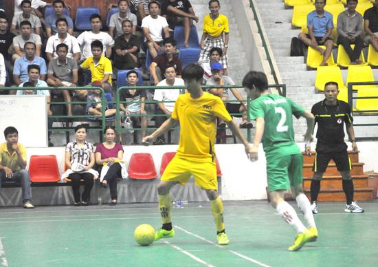 Các trận đấu tại giải luôn hấp dẫn, thu hút nhiều khán giả đến sân.Ảnh: TƯỜNG VY