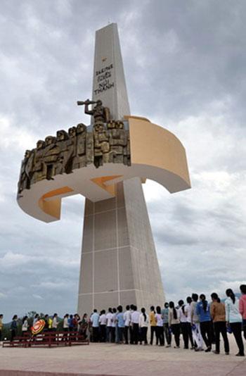 Tượng đài chiến thắng Núi Thành