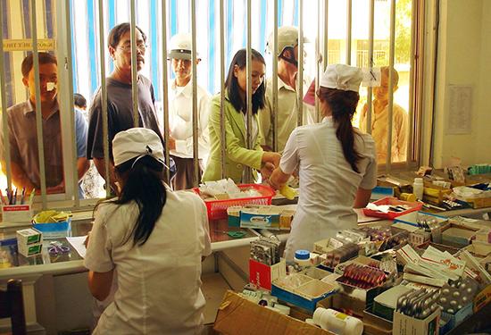 Bệnh viện Đa khoa Quảng Nam chủ động dự trữ thuốc phục vụ người bệnh.Ảnh: LAN VIÊN