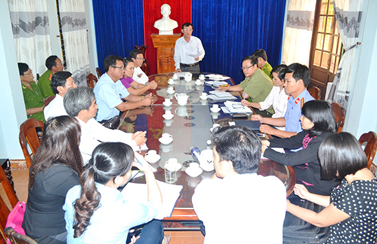 Cuộc làm việc giữa Ban Pháp chế HĐND tỉnh với Công an huyện Thăng Bình. Ảnh: Q.V