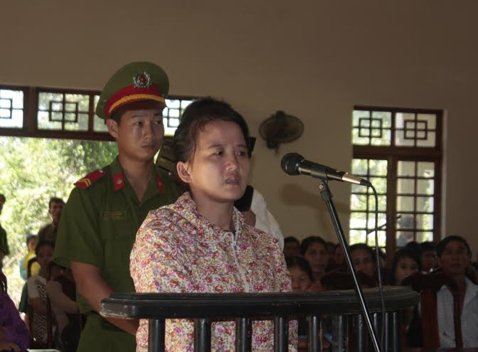 Khưu Thị Bích tại phiên tòa lưu động tại xã Tam Thái (Phú Ninh) sáng 28.5.