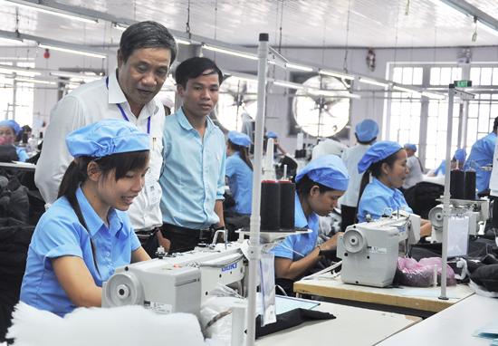Hiệp Đức thu hút doanh nghiệp đến đầu tư, giải quyết việc làm cho nhiều lao động địa phương. Ảnh: VINH ANH