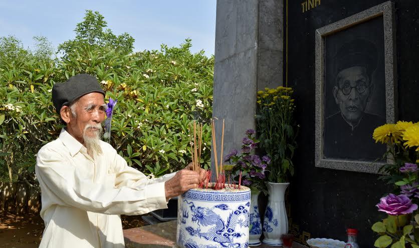 Ông Trần tạo nguyện dành phần đời còn lại để trông coi phần mộ cụ Huỳnh.