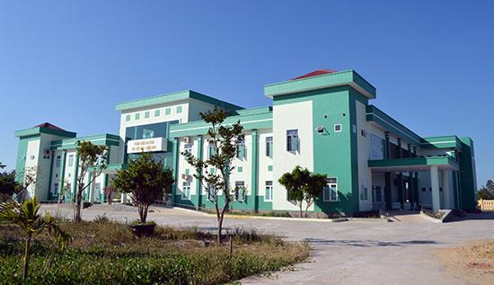 Phòng khám Đa khoa Khu công nghiệp Điện Nam - Điện Ngọc xây dựng trên địa bàn Điện Nam Trung góp phần đáp ứng nhu cầu khám chữa bệnh người dân 5 phường vùng đông Điện Bàn. Ảnh: V.Lộc