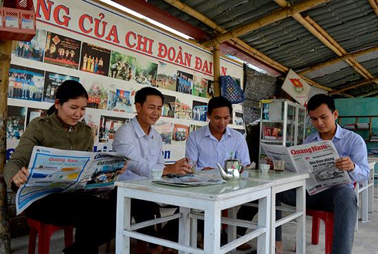 Câu lạc bộ Sách cà phê của Chi đoàn thôn Đại An. Ảnh: XUÂN KHÁNH